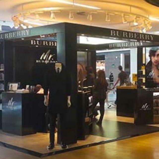 Burberry : shopping de luxe, mode & accessoires à Paris-Charles De Gaulle