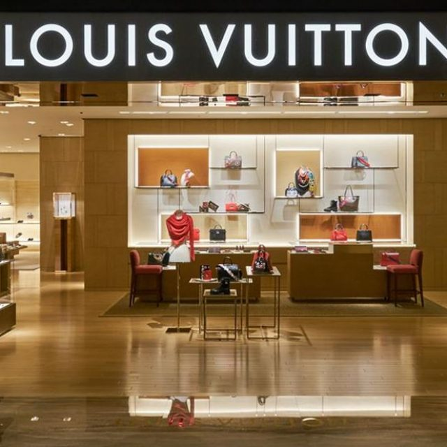 LOUIS VUITTON : shopping de luxe, mode & accessoires à Paris-Charles De Gaulle