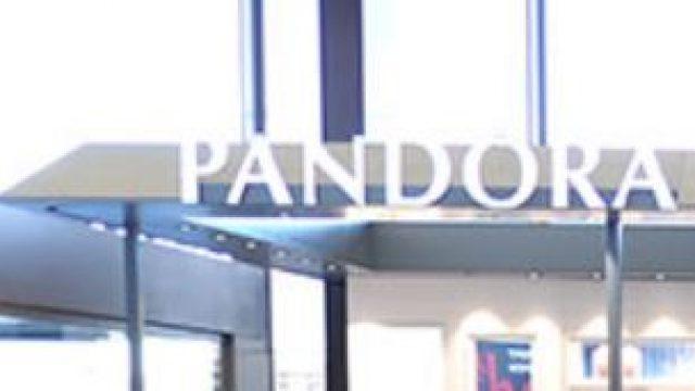Pandora : shopping de produits de luxes, modes & accessoires à Paris-Charles De Gaulle