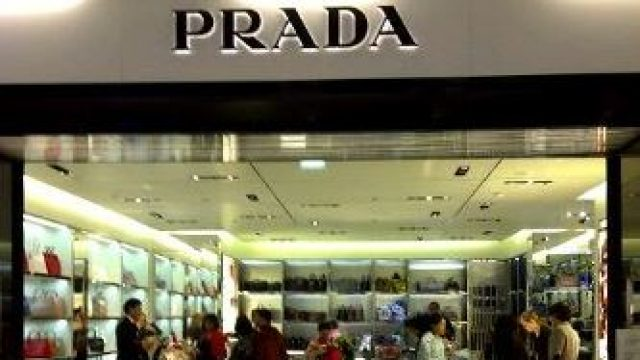 Prada : shopping de produits de luxes, modes & accessoires à Paris-Charles De Gaulle